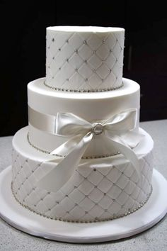 I'd love this in a two tier cake with maybe blue or aqua accents instead of the silver.
