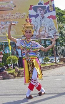 Femme de danse Ma-Pas-Ra, le formulaire de danse folklorique photo