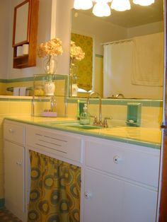1000 images about retro bathroom on pinterest 1950s for Yellow and green bathroom ideas