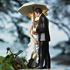"""La figurine mariage sous la pluie  Vous connaissez la véritable expression de """"mariage pluvieux mariage heureux"""" ?  lisez-donc : http://festifoly.info/article-34-mariage-pluvieux-ou-mariage-plus-vieux"""