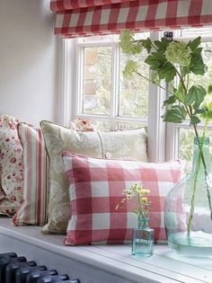 Red gingham and floral pillows for living room White Cottage, Cozy Cottage, Cozy House, Cottage Style, Garden Cottage, Vibeke Design, Red Gingham, Cottage Living, Country Living