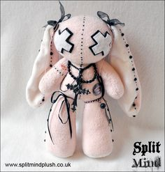 A bunny with a BIG head and a BIG heart. <3 10% of the income for each sold bunny will go to a local kids charity. Size of the bunny 24cm x 17cm Size of the head 14cm x 14 cm Size of the heart -...