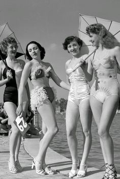 Fashion: bathing suits began showing more and using less fabric. There was no longer the skirt and shirt look to bathing suits. These are bathing suits from the late along with sun umbrellas and heels. Vintage Bathing Suits, Vintage Swimsuits, Bikini Vintage, 1940s Fashion, Vintage Fashion, Suit Fashion, Pin Up, Vintage Outfits, Moda Vintage