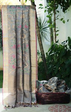 Lakshmi Handwoven Uppada Silk Sari 000038 - Sari / All Saris - Parisera