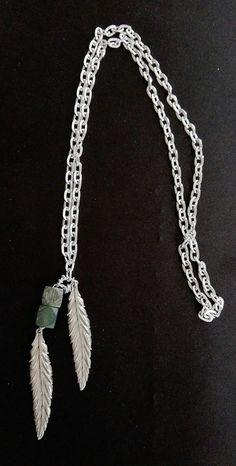 #giada non lucidata con #foglie (o #piume?) e una catena di #alluminio