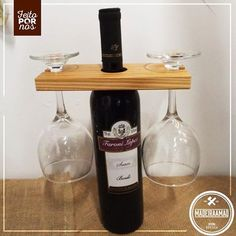 Porta vinho e taças • Produto feito 100% com madeira de reaproveitamento.
