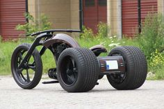 WOW look at those back tires!  Bozzies custom bike design - All Alu