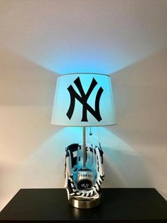 Baseball Lamp, Baseball Table, Chicago Cubs Baseball, New York Yankees Baseball, Ny Yankees, Lamps For Sale, Bar Lighting, Night Light, Mlb