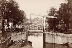De Brouwersgracht van de Tweede Uitleg met de Melkmeisjesbrug op de voorgrond en daarachter de brug bij het Singel.