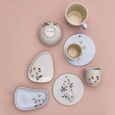 Mug flora Flora, How To Draw Hands, Decorative Plates, Delicate, Ceramics, Mugs, Tableware, Instagram Posts, Kitchen