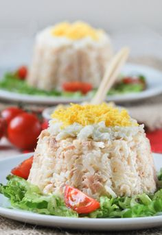 Cold white rice with tuna maionnaise.