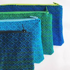 "Gefällt 103 Mal, 2 Kommentare - @i_loveweaving auf Instagram: ""by @uncommoncolor"" Purse Patterns, Weaving Patterns, Swedish Weaving, Zipper Bags, Zipper Pouch, Weaving Projects, Loom Weaving, Small Bags, Textile Art"