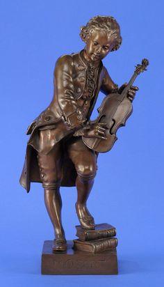 Debut, Marcel 1865 Paris - 1933 Paris Der junge Mozart. Bronze. Signiert. H 58 cm — Skulpturen, Plastiken, Installationen, Bronzen, Relief