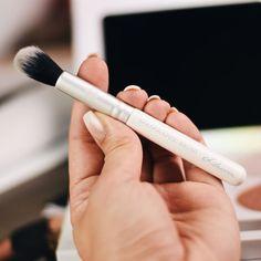 Luvia Cosmetics meets Maxim Giacomo - Holographic Highlighter Brush www.bibifashionable.at