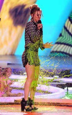 Kaley Cuoco Slimed ►KCAs 2011