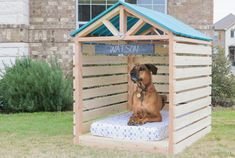 The 45 easy DIY Easy Dog House Plans & Ideas that are all fabulous and fantastic and will definitely please all the dogs! Getting a useful and featured idea of DIY dog house plans would not that easy before, once again a big thanks to DIY projects! Pallet Dog House, Build A Dog House, Dog House Plans, Diy Outside Dog House, Dyi Dog House, Villa Plan, Homemade Dog House, Diy Gazebo, Diy Dog Kennel