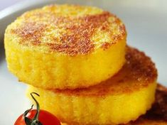 Cuisine Discover our easy and quick recipe for Polenta patties on Current Cuisine! Drink Recipe Book, Vegetarian Recipes, Cooking Recipes, Patties Recipe, Grilling Gifts, My Best Recipe, Fish Dishes, Dessert Recipes, Desserts