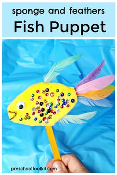 A fish puppet is perfect for pretend play or an under the sea theme in the classroom. Make this cute fish with a sponge, craft feathers and colorful sequins. Under The Sea Crafts, Under The Sea Theme, Sea Activities, Toddler Activities, Ocean Crafts, Preschool Beach Crafts, Beach Crafts For Kids, Preschool Themes, Preschool Printables
