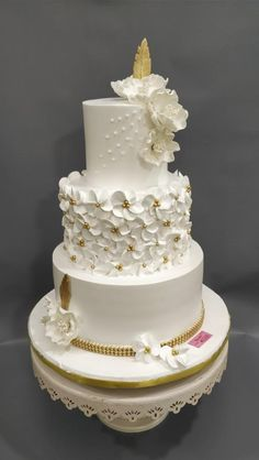 A touch of gold by Michelle's Sweet Temptation - http://cakesdecor.com/cakes/303608-a-touch-of-gold