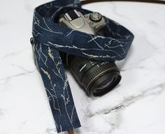 dSLR Camera Strap - Navy Blue Hearty Good Wishes