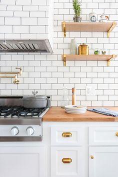 white subway tile + gold hardware + white cabinets/appliances + wood countertops/floating shelves Classic Kitchen, All White Kitchen, New Kitchen, Kitchen Wood, Copper Kitchen, Warm Kitchen, Rental Kitchen, Minimal Kitchen, Kitchen Corner