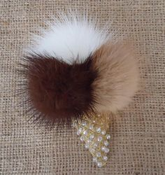 Fur brooch Pearl brooch Brooch feather Fur brooch with natural stones Gift for mom or grandmother C - Salvabrani Pearl Brooch, Beaded Brooch, Beaded Jewelry, Cream Necklaces, Fur Decor, Fur Keychain, Christmas Tree Toy, Gold Work, Bead Crafts