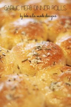 These semi-homemade Garlic Herb Dinner Rolls start with frozen rolls, feed a crowd and are the perfect addition to your Thanksgiving table.