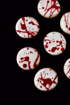 Cute Halloween Cookies - Blood Spatter Cookies - Easy Recipes and Cookie Tutorials for Making Quick Halloween Treats - Spooky DIY Decorated Ghosts, Pumpkins, Bats, No Bake, Spiders and Spiderwebs, Tombstones and Healthy Options, Kids and Teens Cookies for School http://diyjoy.com/halloween-cookies-ideas