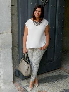 Plus Size Fashion - Plus Size Outfit - VSTETE QUE VIENEN CURVAS: Print Pant Pum  Outfit #plussizeoutfits