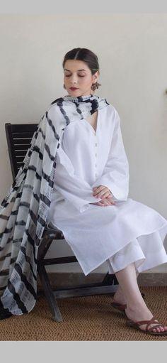 Pakistani Fashion Party Wear, Pakistani Fashion Casual, Indian Fashion Dresses, Indian Designer Outfits, Girls Fashion Clothes, Pakistani Outfits, Stylish Dress Book, Stylish Dresses For Girls, Simple Dresses