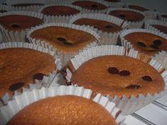 Receta de Muffins con pepitas de chocolate de dificultad Media para 4 personas lista en 40 minutos.