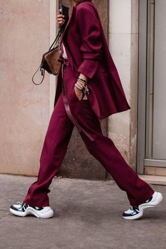 How To Wear Louis Vuitton Sneakers, One Blazer Two Ways Sport Fashion, Fashion Week, Look Fashion, Winter Fashion, Fashion Outfits, Fashion Trends, Womens Fashion, Sport Chic, Sport Style