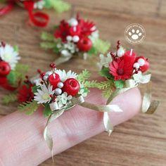 Which do you like better, red or white? ガーベラのフラワーアレンジメント。 サイズはこれくらい #ミニチュア #ミニチュアフラワー #クレイフラワー #フラワーアレンジメント #クリスマス #ガーベラ #樹脂粘土 #ハンドメイド #ミニチュアアート展2016inOSAKA #miniature #miniatureflower