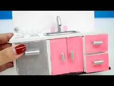 YouTube Mini Kitchen, Miniature Kitchen, Miniature Houses, Miniature Dolls, Miniature Tutorials, Barbie Dolls Diy, Diy Doll, My Doll House, Barbie House