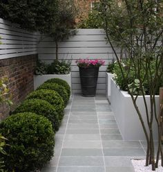 Urban Garden Design Blue grey limestone paving for the exterior space picks up on colour in the adjacent kitchen-interior. Design by Ruth Willmott. Urban Garden Design, Small Garden Design, Garden Modern, Small Rectangular Garden Ideas, Small Patio, Urban Design, Small Courtyard Gardens, Back Gardens, Small Gardens