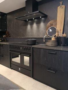 Modern Kitchen Cabinets, Modern Kitchen Design, Modern House Design, Interior Design Kitchen, Black Kitchens, Luxury Kitchens, Home Kitchens, Black Interior Design, Dream House Interior