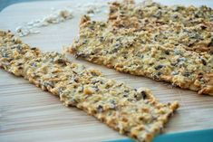 Crackers van kikkererwtenmeel en havermout Eat Breakfast, Healthy Breakfast Recipes, Healthy Foods To Eat, Healthy Baking, Healthy Snacks, Healthy Recipes, Vegan Muffins, Go For It, Vegan Bread