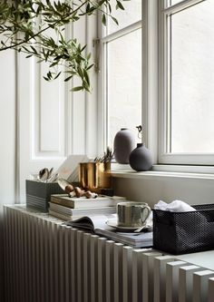 Somehow I can't find my Christmas mojo (yet?) and instead I'm being drawn to these Spring 2017 images by HM Home styled by Lotta Agaton and shot by Pia Ulin Decor, Home Trends, Home Decor Accessories, Interior, Home Decor Bedroom, Home, House Interior, Living Room Grey, Interior Design