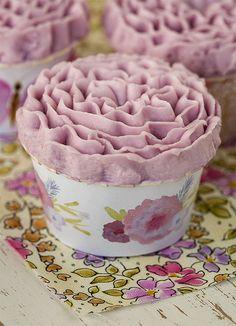 """Postreadicción galletas decoradas, cupcakes y pops: Cupcakes de violeta del libro """"Cupcakes a diario"""" + Imprimible"""