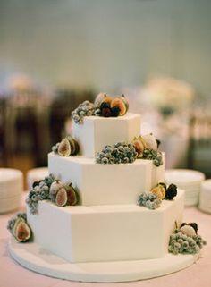 New Free fruit cake wedding Suggestions - yummy cake recipes Fruit Decorations, Wedding Cake Decorations, Beautiful Wedding Cakes, Beautiful Cakes, Wedding Cake Simple, Cake Decorated With Fruit, Fruit Wedding Cake, Anne With An E, Free Fruit