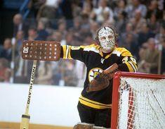Gerry Cheevers by Neil Leifer Women's Hockey, Ice Hockey Teams, Hockey Girls, Boston Bruins Goalies, Hockey Pictures, Goalie Mask, Pittsburgh Penguins Hockey, Boston Sports, Chicago Blackhawks