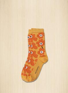Unikko-kuosi koristaa puuvillasekoitteesta neulottuja nilkkasukkia. Marimekko, Ankle Socks, Orange, My Style, Pretty, Cotton, Vintage, Flowers, Fashion