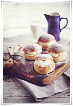 Sweet Swedish Pastry - Smela or Semlor recipe - Cooking Recipes Profiteroles, Eclairs, Swedish Recipes, Eat Dessert First, Food Styling, I Love Food, Food Inspiration, Food Photography, Gourmet