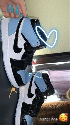 Cute Nike Shoes, Cute Sneakers, Nike Air Shoes, Shoes Sneakers, Jordan Shoes Girls, Jordans Girls, Girls Shoes, Air Jordans, Swag Shoes