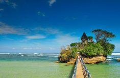 Balekambang Beach, The Beautiful And Most Popular Beach in Malang The Coral Island, Coban, Island Tour, Yogyakarta, Place Of Worship, Malang, Beach Scenes, Amazing Destinations, Tourism