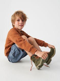 Cut Out People, Young Cute Boys, Kids Fashion Boy, Poses, School Boy, Child Models, Pretty Boys, Boy Or Girl, Children