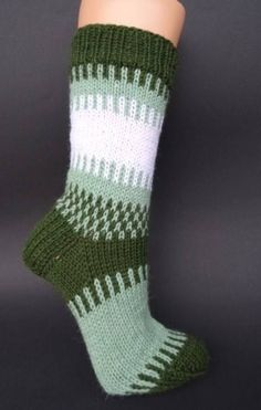 Knitting Socks, Hand Knitting, Sock Toys, Knitting Projects, Mittens, Nicu, Napkins, Handmade, Inspiration