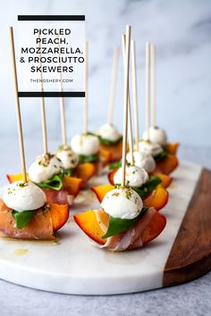 Skewer Appetizers, Appetisers, Yummy Appetizers, Appetizers For Party, Appetizer Recipes, Canapes Recipes, Party Snacks, Catering Recipes, Appetizer Buffet
