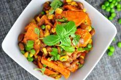 salat zo sladkych zemiakov a fazule Quick Healthy Lunch, Diet Recipes, Meal Prep, Salads, Stuffed Peppers, Homemade, Meals, Baking, Fruit