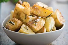 Roast Potatoes with Garlic, Herbs and Parmesan – Amazing World Food and Recipes Best Roast Potatoes, Roasted Potatoes, Rosemary Potatoes, Healthy Eating Tips, Healthy Nutrition, Parmesan, Instant Pot, Cuisine Diverse, Vegetable Drinks
